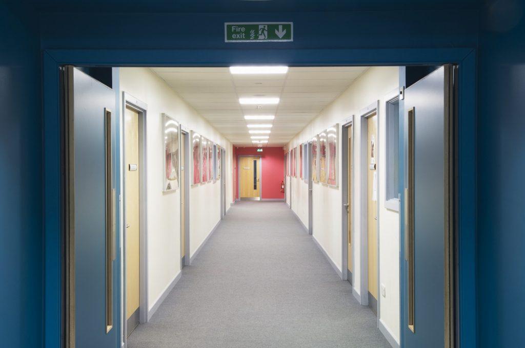 Zabezpieczenia ogniochronne w obiektach biurowych